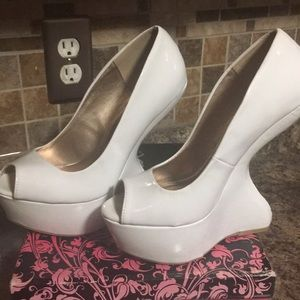 White patent leather heel less wedges